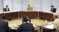 意見を述べる3委員