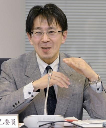 意見を述べる佐藤卓己委員=14日、東京・東新橋の共同通信社