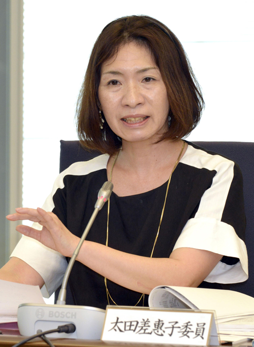 意見を述べる太田差恵子委員=11日、東京・東新橋の共同通信社