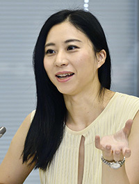 意見を述べる三浦瑠麗委員=8日、東京・東新橋の共同通信社
