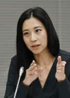 意見を述べる三浦瑠麗委員=11月18日、東京・東新橋の共同通信社