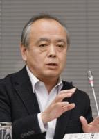 意見を述べる清水勉委員=11月18日、東京・東新橋の共同通信社