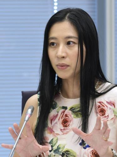 意見を述べる三浦瑠麗委員=6月30日、東京・東新橋の共同通信社