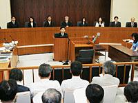 模擬裁判の裁判員ら
