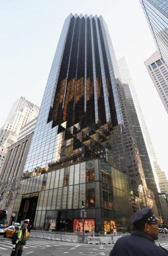 トランプ次期米大統領の住居があるニューヨークのトランプタワー(共同)