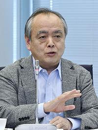 意見を述べる清水勉委員=11日、東京・東新橋の共同通信社